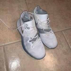 Nike men's kyrie 3's